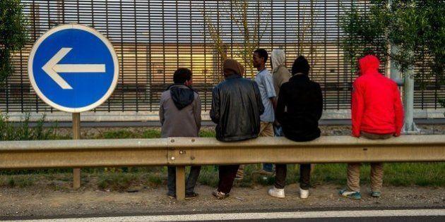 Migrants à Calais: trouver des solutions est une