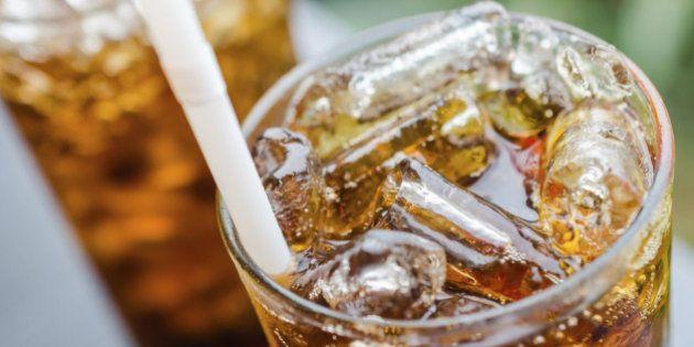 Santé : les boissons sucrées pourraient entraîner une apparition plus précoce des premières