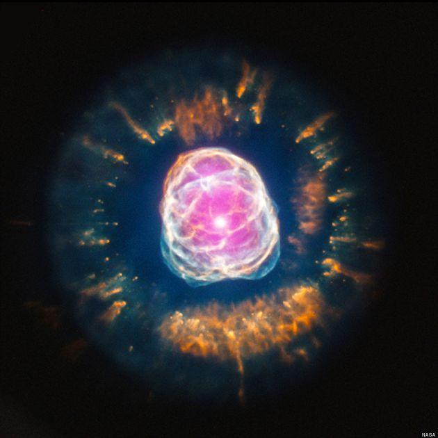 Cette photo prise par la Nasa montre la Nébuleuse de l'Esquimau, une étoile qui