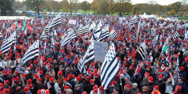 PHOTOS. Écotaxe: manifestation des Bonnets rouges à Carhaix, opérations escargot des transporteurs routiers...