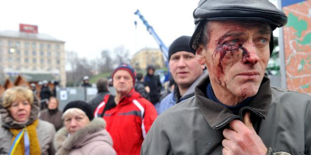 Ukraine: la police disperse violemment les manifestants à Kiev, l'opposition demande la démission du...