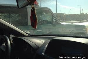 Une Saoudienne prend le volant à Riyad, sa copilote tweete l'aventure en