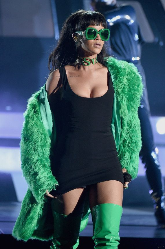 PHOTOS. Rihanna rend hommage à Lil' Kim lors de la cérémonie des iHeartRadio