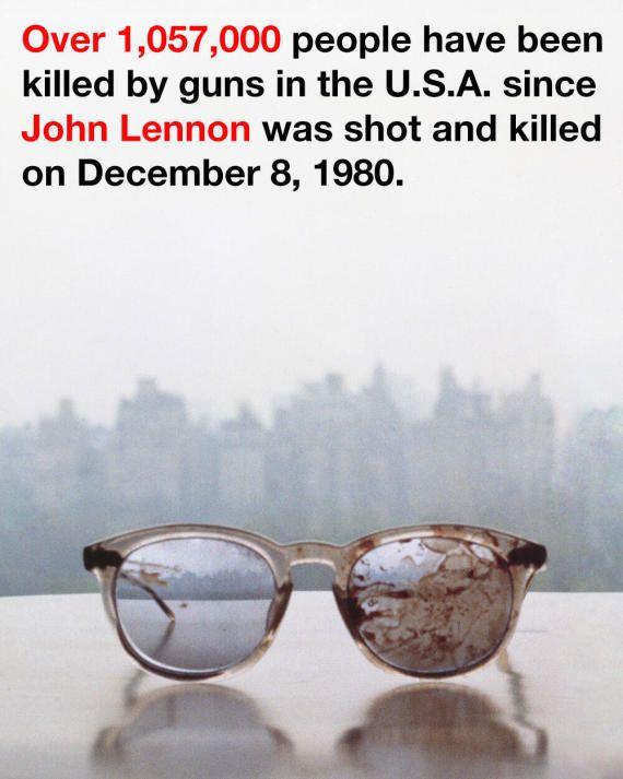 PHOTO. Yoko Ono publie une photo des lunettes ensanglantées de John Lennon et un