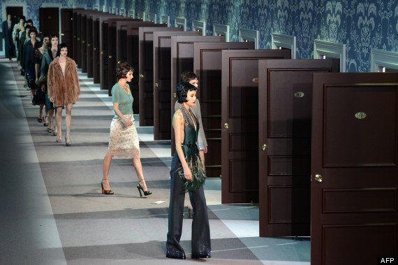 PHOTOS. Kate Moss en brune lors du final du défilé Louis Vuitton pour la fashion week de