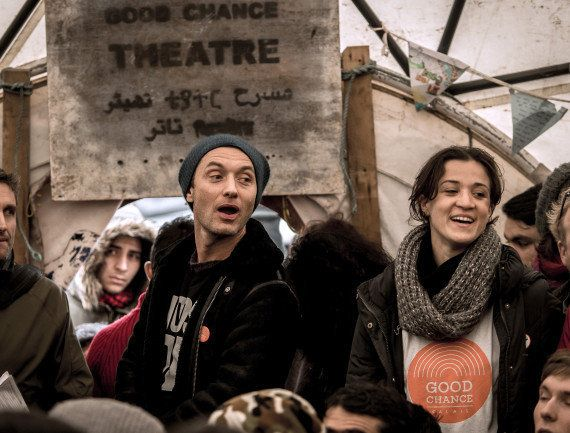 PHOTOS. L'acteur britannique Jude Law a rendu visite aux migrants de la jungle de