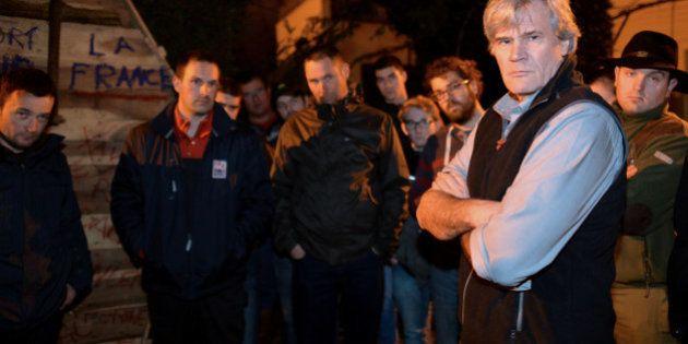 Des agriculteurs en colère manifestent devant le domicile de Stéphane Le Foll au