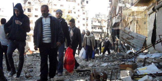 Trêve humanitaire à Homs en Syrie: les premiers civils