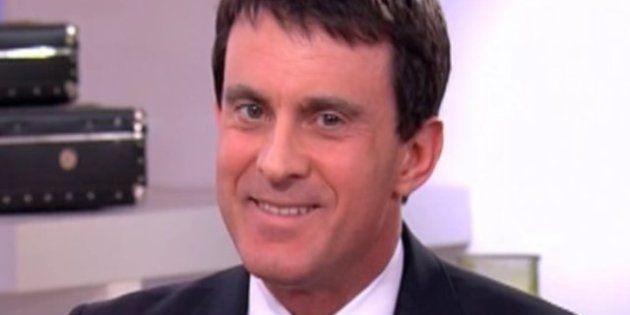 VIDÉO. Quand Manuel Valls se renseigne sur la vie privée de Jean-François Copé... en lisant