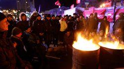 Des milliers d'Ukrainiens rassemblés devant le