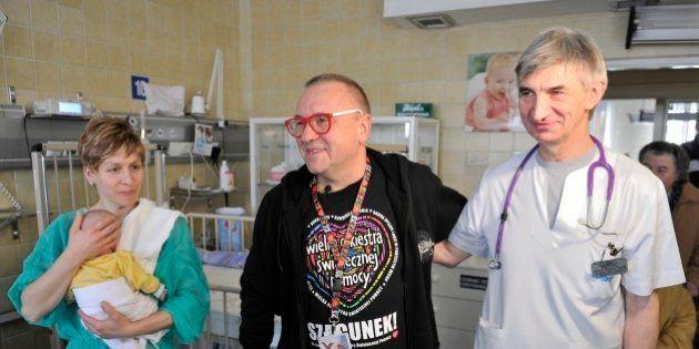Un prématuré extrême sauvé par un rein artificiel devient le plus petit patient du monde branché sur...