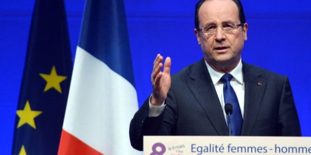 Hollande répond à Sarkozy et justifie l'intervention au
