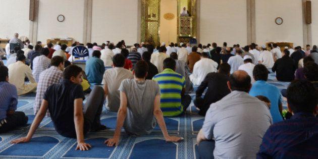 Grande-Bretagne: mosquées ouvertes, thé et gâteaux pour la