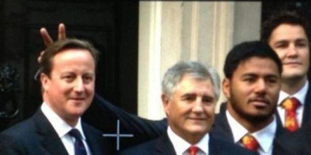 PHOTO. Après avoir fait des oreilles de lapin à Cameron, le rugbyman anglais Manu Tuilagi