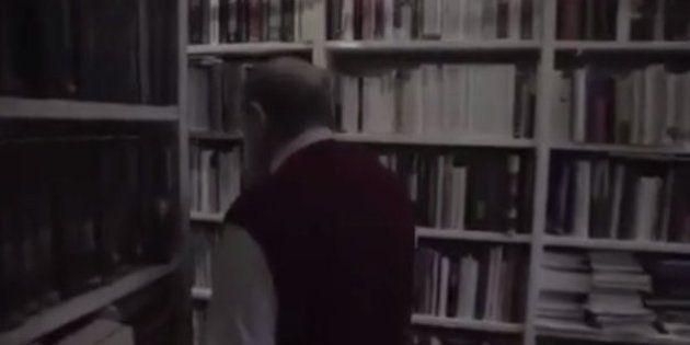 VIDÉO. Une vidéo montrant Umberto Eco arpentant son impressionnante