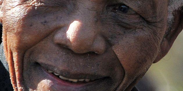 L'ancien président sud-africain Nelson Mandela est sorti de l'hôpital et