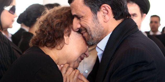 Une photo de Mahmoud Ahmadinejad aux funérailles d'Hugo Chavez choque les intégristes