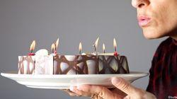 Souffler des bougies, ce petit rituel qui rend le gâteau