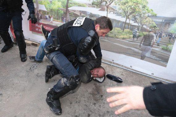 VIDÉO. Le stand du ministère de Stéphane Le Foll démonté par des manifestants au Salon de