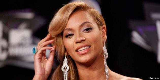 VIDEO. En plein concert à Montréal, Beyoncé se coince les cheveux dans un