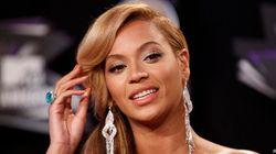 Beyoncé se coince les cheveux dans un