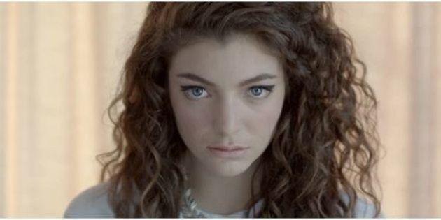 Remède contre l'acné : la chanteuse Lorde montre à ses fans l'envers du