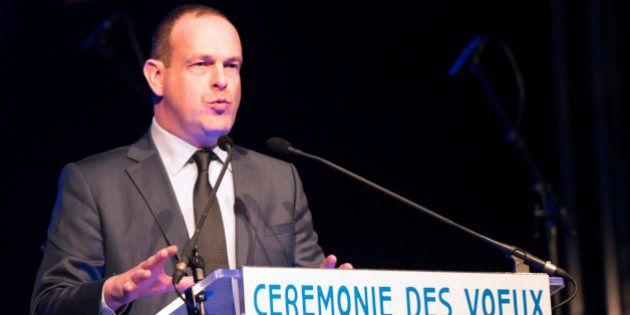Lutte contre les cambriolages : le maire FN de Hénin-Beaumont installe un muret au bout d'une