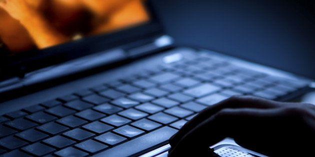 Une vidéo porno qui se propage sur Facebook cache un logiciel