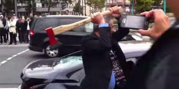 VIDÉO. Il détruit sa voiture de luxe à la hache devant le salon de l'auto de