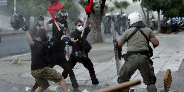 Meurtre du rappeur antifasciste par un militant néo-nazi : heurts avec la police en Grèce après des