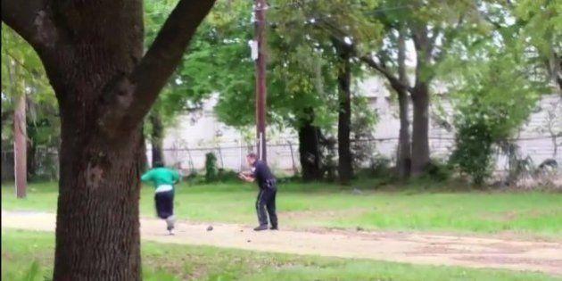 États-Unis: un policier blanc inculpé de meurtre après avoir tiré huit fois sur un homme