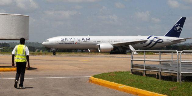 Air France porte plainte contre X dans l'affaire de l'objet suspect, un ancien policier en garde à