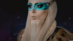 VIDEO. La barbie humaine est un gourou venu de l'espace pour sauver le monde de la