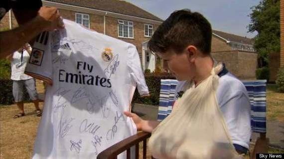 PHOTOS. Real Madrid: Cristiano Ronaldo casse le poignet d'un enfant en tirant un coup