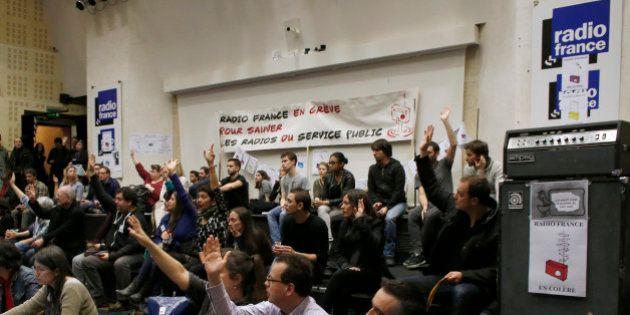 Grève Radio France: le mouvement reconduit pour le 22e jour, Fleur Pellerin promet des