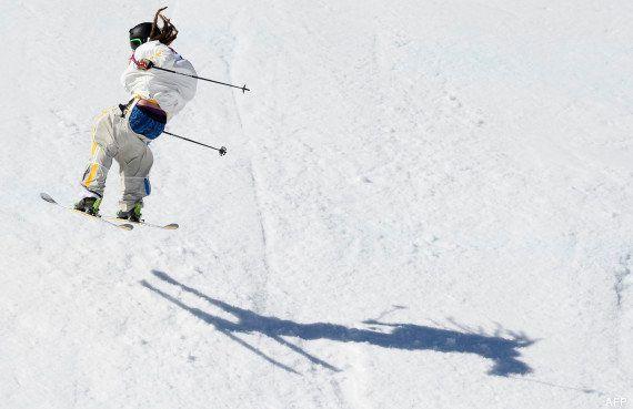 PHOTOS. Ski slopestyle : l'athlète Henrik Harlaut a failli perdre son pantalon lors d'une