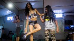 La Rihanna birmane a trouvé sa voix dans une nation en pleine