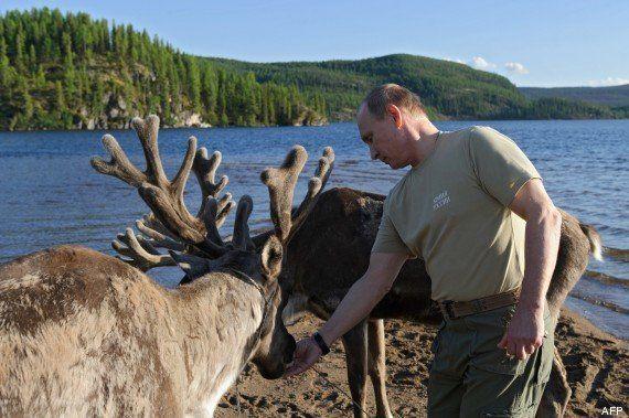 VIDÉO. Vladimir Poutine pêche un brochet de 21 kilos lors d'un week-end en