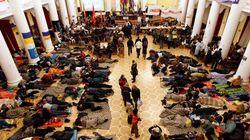 Kiev: l'opposition évacue la mairie,