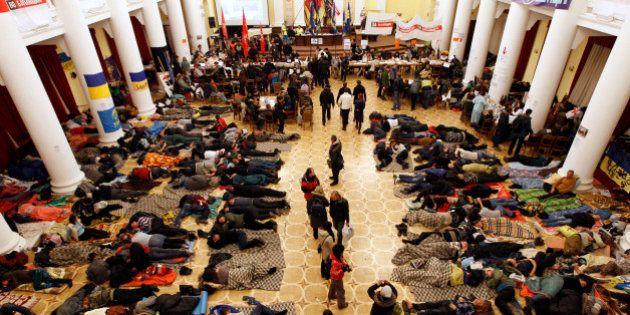 Ukraine: l'opposition évacue la mairie de Kiev,