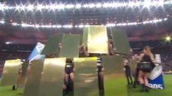 La cérémonie (kitsch) de la Coupe de la Ligue moquée sur