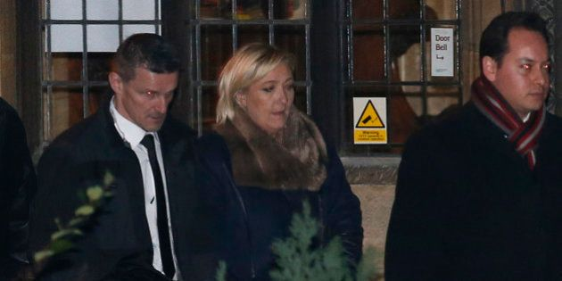 Marine Le Pen à Oxford: des centaines de manifestants contre la