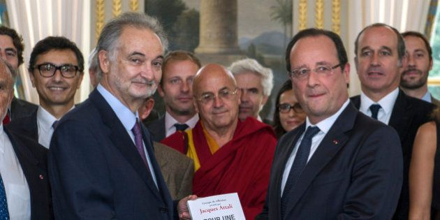 Attali remet un rapport à Hollande de 45 propositions sur l'