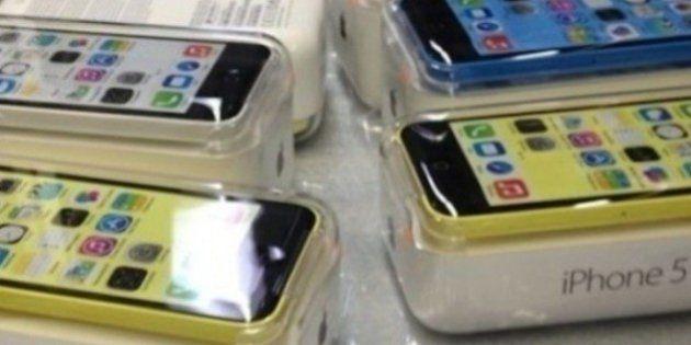 IPhone 5C et 5S : Il paie des SDF pour faire la queue devant un Apple