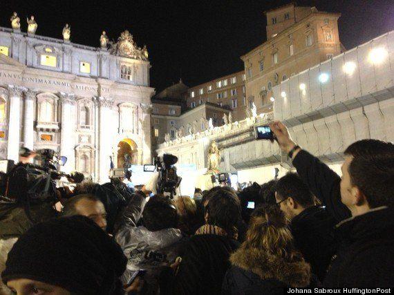 Élection du pape François: les Argentins exultent place Saint-Pierre, au