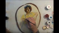 Elle peint un tableau néoclassique sur un cookie