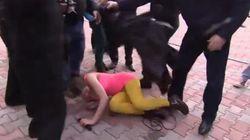 Les Pussy Riot violemment attaquées par des miliciens à