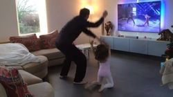 Ce papa et sa fille de 4 ans rejouent (parfaitement) une chorégraphie de