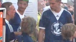Ribéry demande un enfant plus petit pour l'accompagner sur le