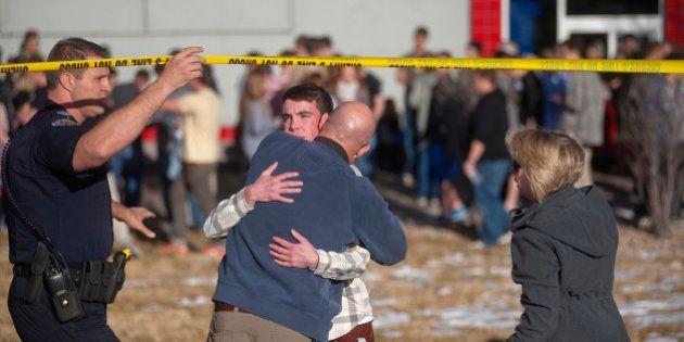 Fusillade aux États-Unis: un tireur fait deux blessés dans un lycée du Colorado et se